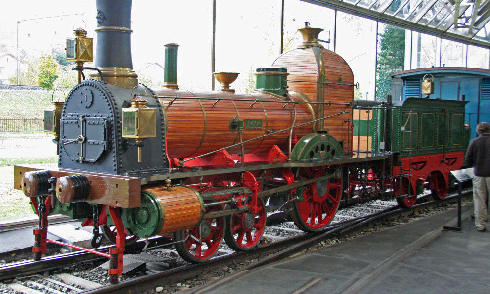 Replica_Limmat_locomotive_in_Lucerne[1]